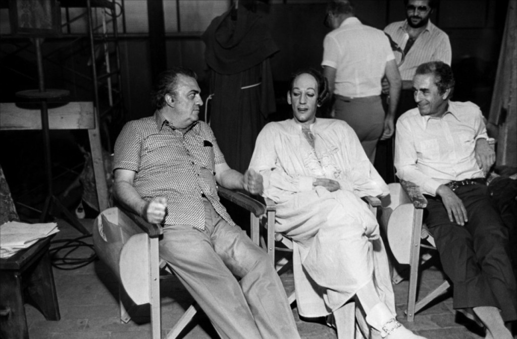 """Fellini (on the left), Donald Sutherland and Michelangelo Antonioni (who pays them a visit) are on the set of """"Casanova"""""""